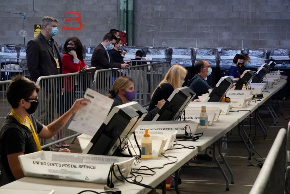 Các bang gấp rút hoàn tất công tác kiểm phiếu. nhanh tiến trình kiểm phiếu