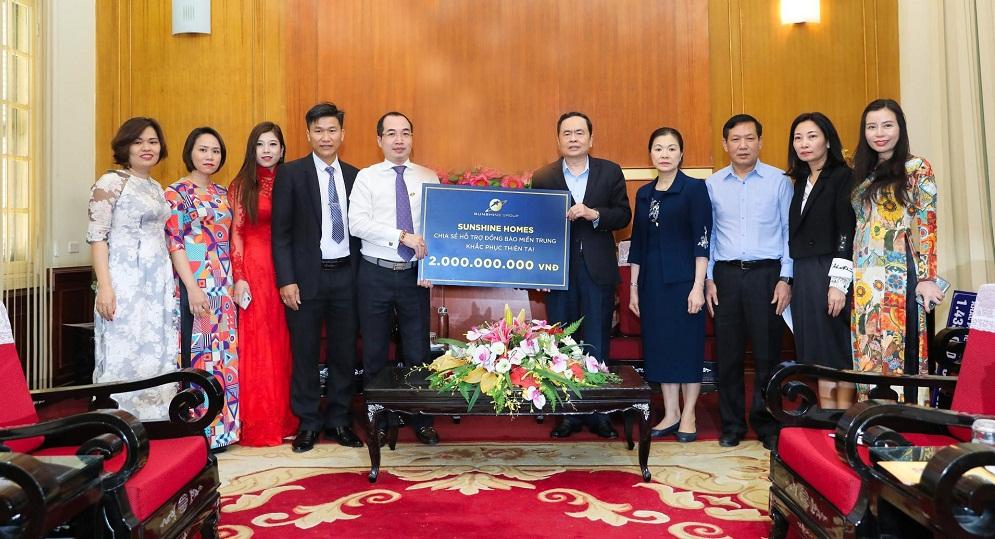 Sunshine Group thông qua Ủy ban Mặt trận Tổ quốc Việt Nam góp 2 tỷ đồng ủng hộ đồng bào miền Trung. Ảnh: Sunshine Group cung cấp