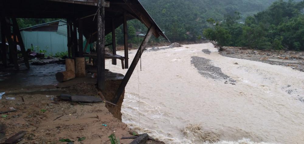 Người dân ở miền núi Quảng Nam mỗi lần nghe tiếng đất nổ, cựa mình là giật mình thon thót