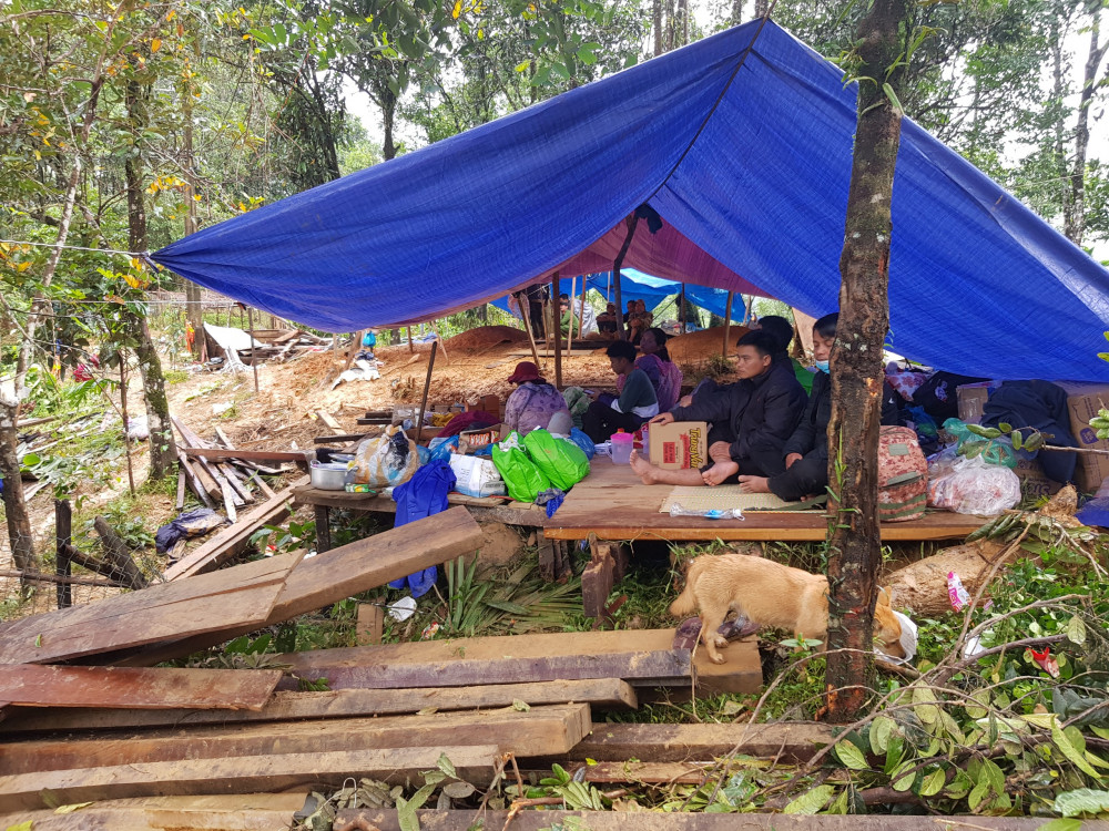 Công tác sơ tán người dân của chính quyền địa phương ở Nam Trà My và Phước Sơn đang được khẩn cấp tiến hành, tránh thiệt hại về người đến mức tối thiểu