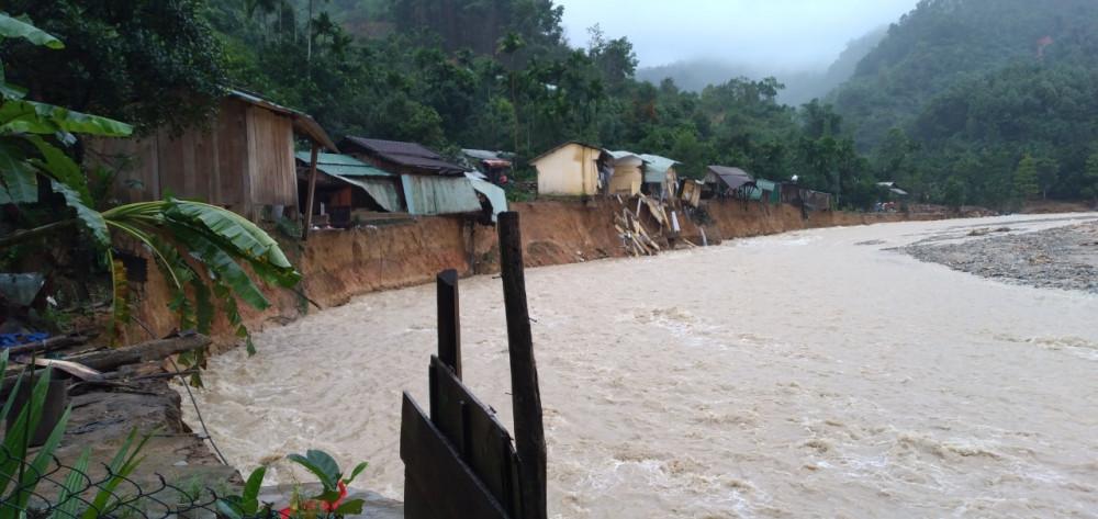 Lũ quét lại tiếp tục xả ra tại Trà Leng khiến 14 ngôi nhà bị cuốn trôi