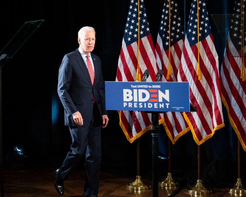 Truyền thông đã đồng loạt đưa tin ông Joe Biden đắc cử tổng thống trong khi kết quả chính thức vẫn chưa được xác nhận theo các thông lệ - Ảnh: Michael Brochstein —Echoes Wire/Barcroft Media/Getty Images