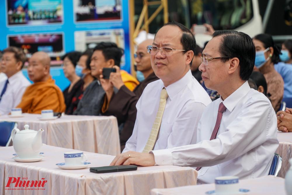 Ông Nguyễn Hồ Hải - Phó Bí thư Thành ủy TPHCM, ông Lê Thanh Liên - Phó Chủ tịch UBND TPHCM (Từ trái sang) tahm dự buổi Lễ