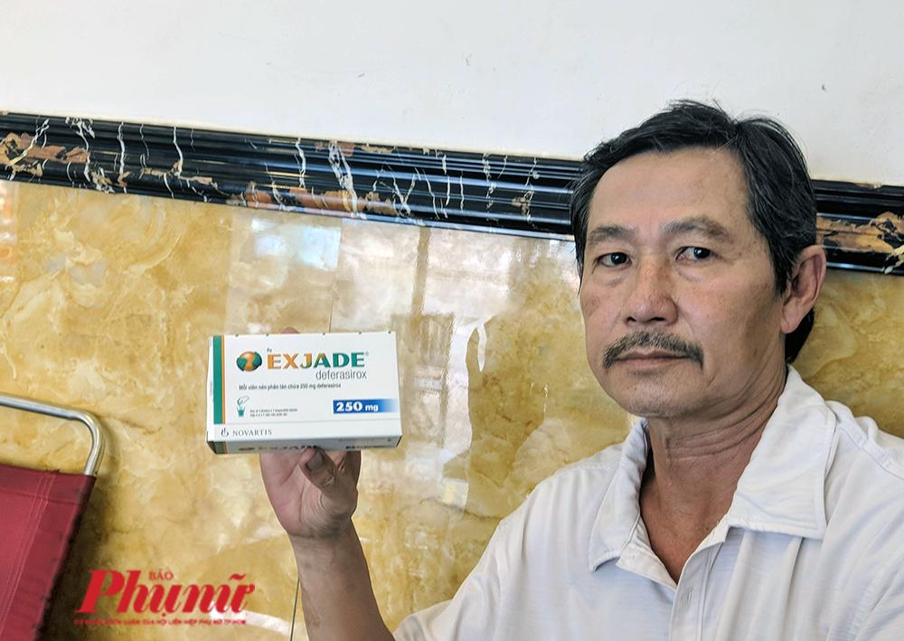 Ông Nguyễn Văn Hùng muốn hỏi có phải bệnh viện đang muốn phủi tay khi con ông bị tác dụng phụ do dùng thuốc thay thế cho thuốc gốc hay không?