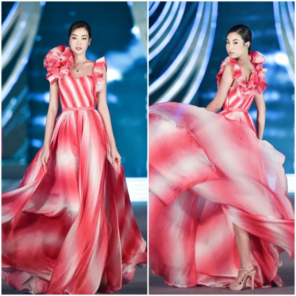 Bên cạnh vai trò giám khảo, hoa hậu Đỗ Mỹ Linh còn hớp hồn công chúng qua những sải bước uyển chuyển trong bộ váy dài bồng bềnh, tô điểm cho nét đẹp đậm chất Á Đông vốn có của cô.
