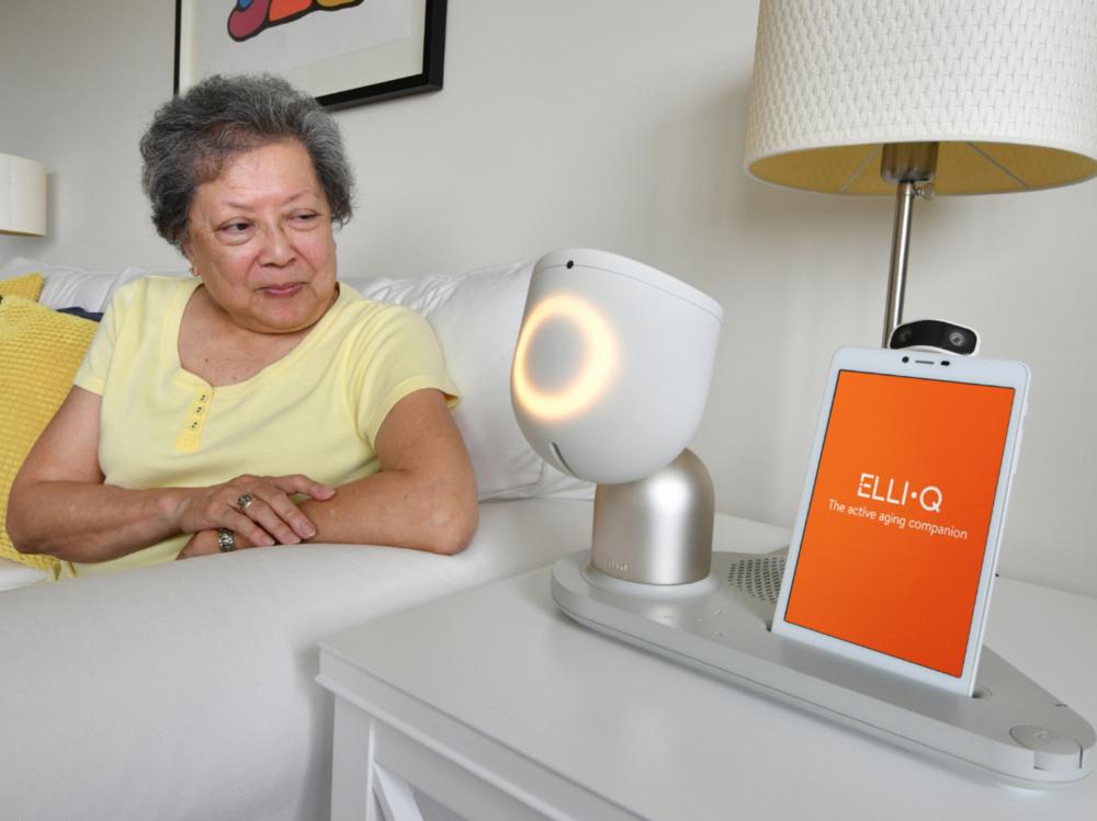 """ElliQ được dự đoán sẽ trở thành """"người bạn"""" ảo hữu ích với người dùng lớn tuổi đang sống cô độc. (Ảnh: Intuit Robotics)"""