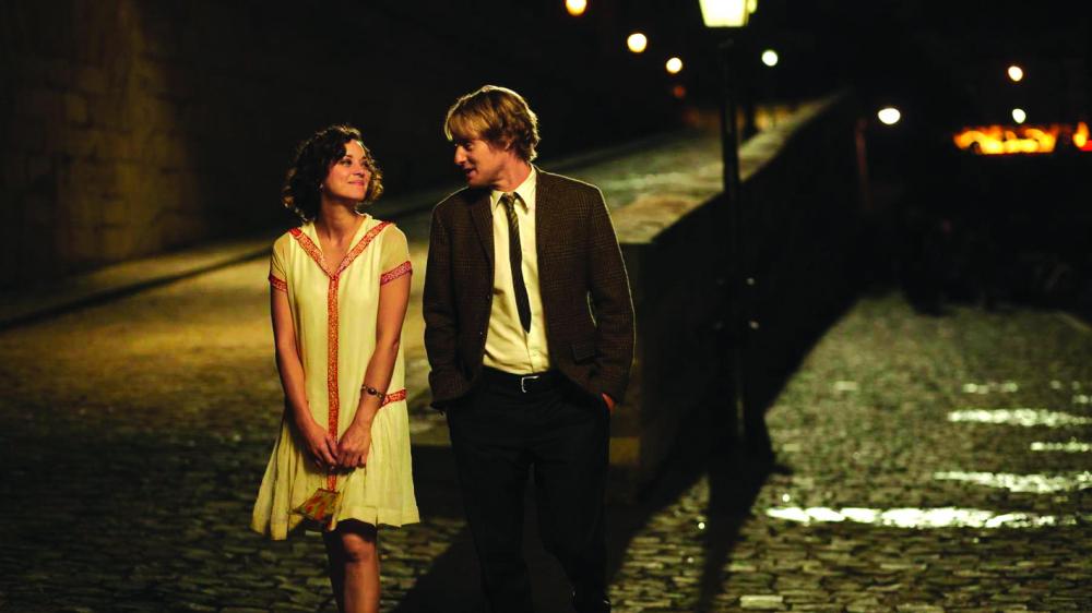 Trong Midnight in Paris, nhân vật chính Gil Pender có một tình yêu vô cùng đặc biệt với Paris, đặc biệt là Paris vào thời đại của kỷ nguyên nhạc jazz
