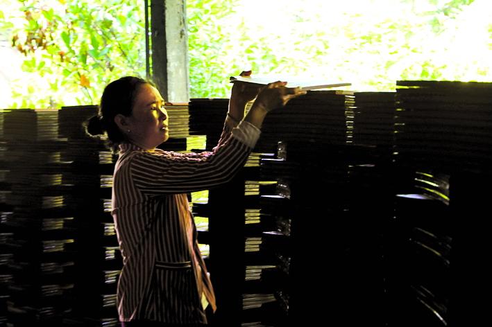 Phần lớn lao động ở làng gạch gốm đều là phụ nữ