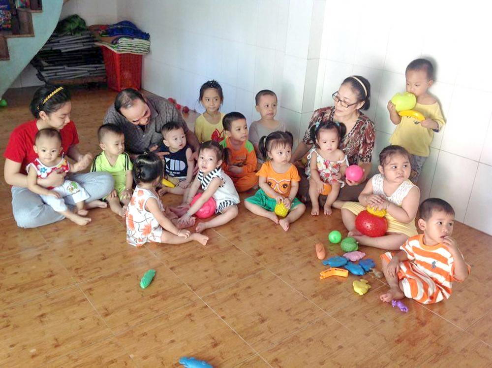 Vợ chồng, con gái ông Trung (nhóm trẻ Hoa Trà, Q.Bình Tân) đều được đào tạo nghề chăm sóc nuôi dạy trẻ
