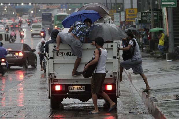 Chạy bão trong mùa COVID-19 - Ảnh: Getty Images