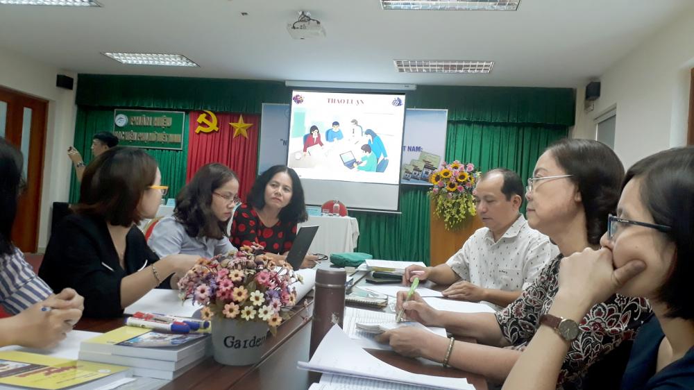 Nhiều đại biểu dự hội thảo khẳng định, trường học đóng vai trò quan trọng trong việc phòng ngừa và hỗ trợ điều trị chứng nghiện internet trong học sinh