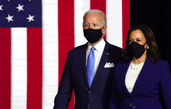 Bà Harris và ông Joe Biden trong buối phát biểu gần đây khi công việc kiểm phiếu khá ồn ào