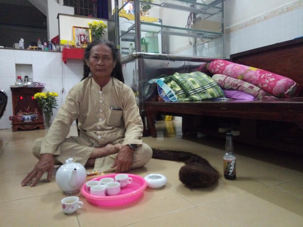 Ông Tư Bán Chuối đã nuôi tóc được hơn 21 năm.