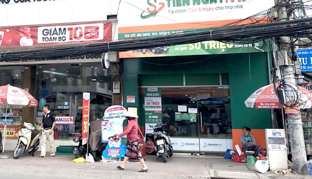 Dưới hình thức cầm cố tài sản ô tô, xe máy, không ít tiệm cầm đồ thực hiện cho vay không khác một tổ chức tín dụng