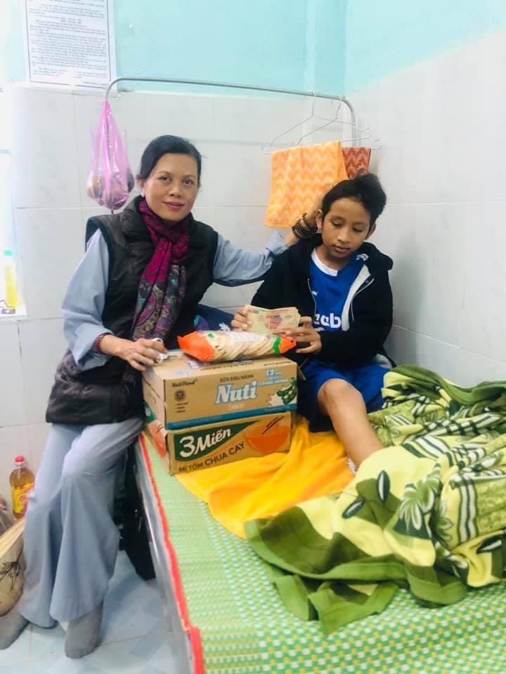 Đến thăm và động viên những nạn nhân ở vụ sạt lở Trà Leng , Quảng Nam (Ảnh nhân vật cung cấp)