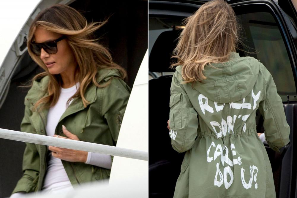 """à? """" khiến cả thế giới choáng váng. Ảnh: Reuters  Melania Trump khiến cả thế giới choáng váng khi mặc chiếc áo khoác Zara có in dòng chữ """"Tôi thực sự không quan tâm. Làm bạn à? """" trên đường đến thăm trẻ em nhập cư tại một trại giam ở biên giới Mỹ-Mexico. Theo các báo cáo, cuộc tấn công nhắm vào phương tiện truyền thông tin tức giả. Đây là trường hợp hiếm hoi trong đó cô ấy công khai sử dụng quần áo của mình để gửi một tin nhắn (và cũng là lần hiếm hoi cô ấy nhìn thấy cô ấy trong một thương hiệu đường phố """"rẻ và sang trọng"""")."""