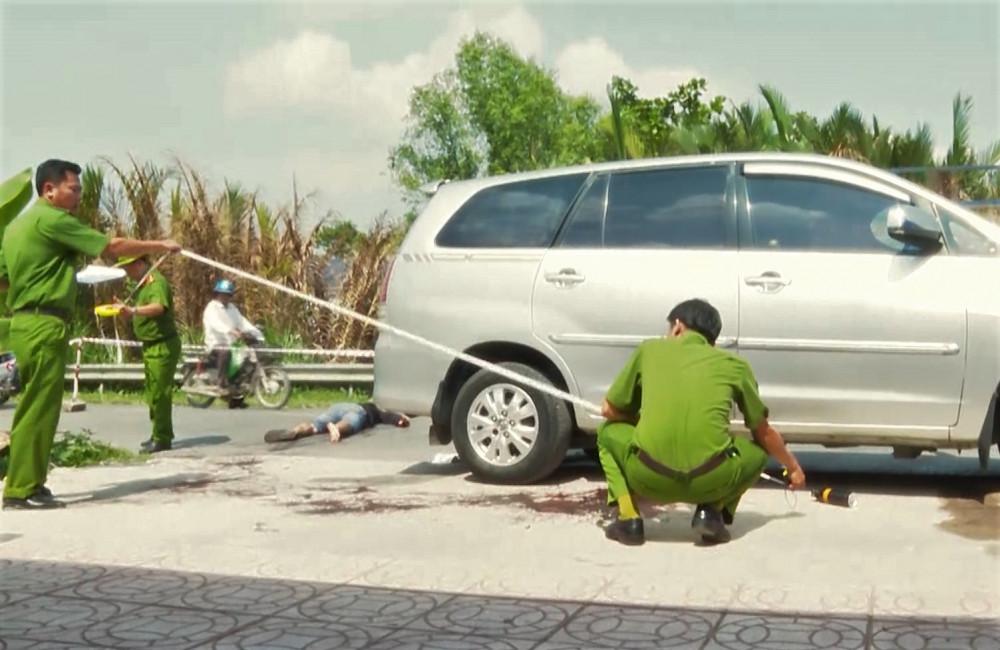 Hiện trường N.M.T. bị đâm chết sau khi cả nhóm lao vào bắt cóc chị Võ Thị Thuý Hằng đưa ra ôtô định tẩu thoát