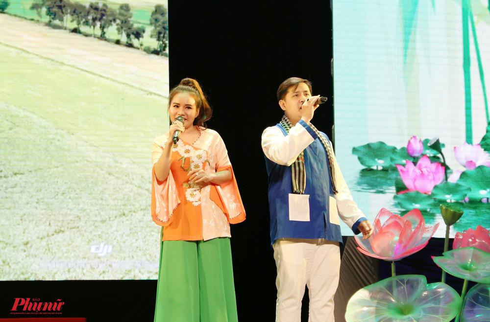 Chọn miền Nam làm chủ đề chính, đơn vị quận Tân Phú khắc hoạ vẻ đẹp của những cánh đồng lúa bao la, những vườn dừa bạt ngàn...