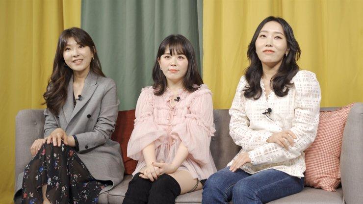Từ trái qua là Park Woo-hyun, Lee Hee-ju và Kim Soo-bin, các thành viên của đội danke viết lời gần đây đã có một cuộc phỏng vấn với The Korea Times tại Seoul.
