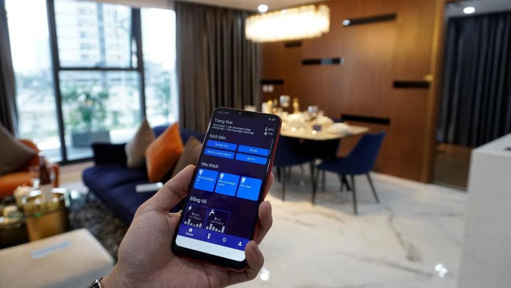 Chỉ với những điểm chạm trên chiếc điện thoại thông minh, chủ nhân của căn hộ có thể tận hưởng một cuộc sống tiện nghi