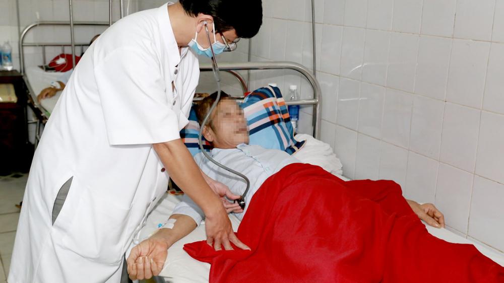 Ông N.G.T. nhiễm bệnh Whitmore được điều trị tại Bệnh viện Trung ương Huế