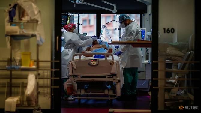 Pháp trở thành quốc gia châu Âu đầu tiên vượt mốc 2 triệu ca nhiễm SARS-CoV-2.