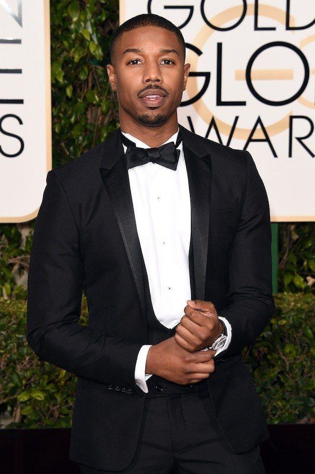 Vest là lựa chọn quen thuộc của nam diễn viên khi xuất hiện tại các sự kiện. Anh thường mặc màu đen, ghi, nâu, xanh đen, nhưng đôi lúc cũng chơi trội với gam màu đỏ rực rỡ.