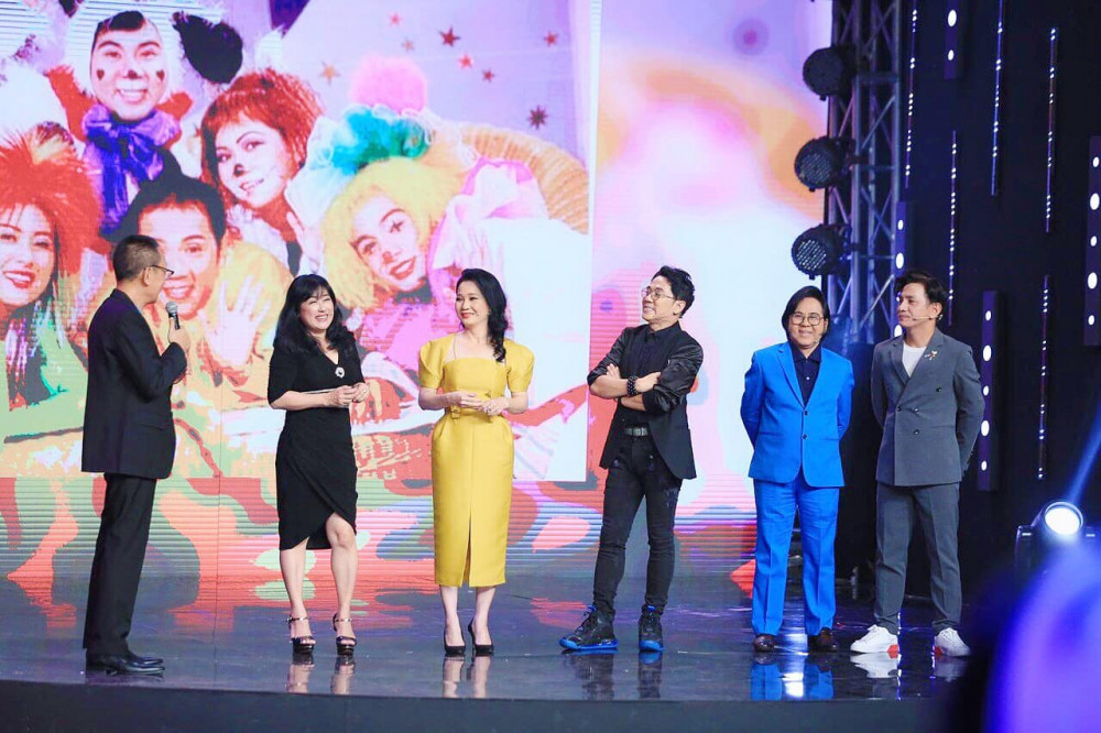 NS ƯT Thành Lộc xuất hiện cùng các thành viên nhóm Líu Lo trong chương trình