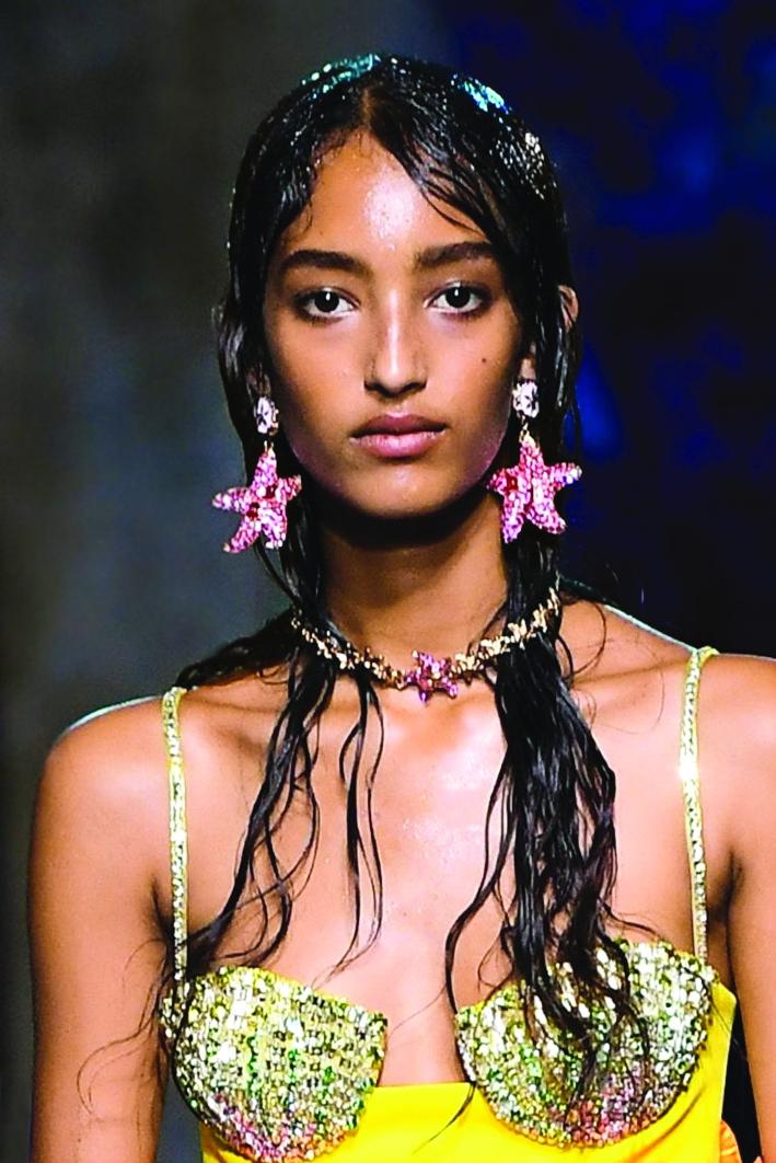 Các mẫu trang sức mùa thời trang xuân - hè 2021 được kỳ vọng giúp cho cả người đeo  lẫn người ngắm thêm lạc quan, đầy hứng khởi