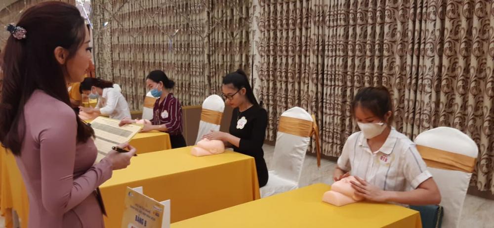 Ban giám khảo là các chuyên gia có uy tín, tên tuổi trong nghề chăm sóc sắc đẹp.