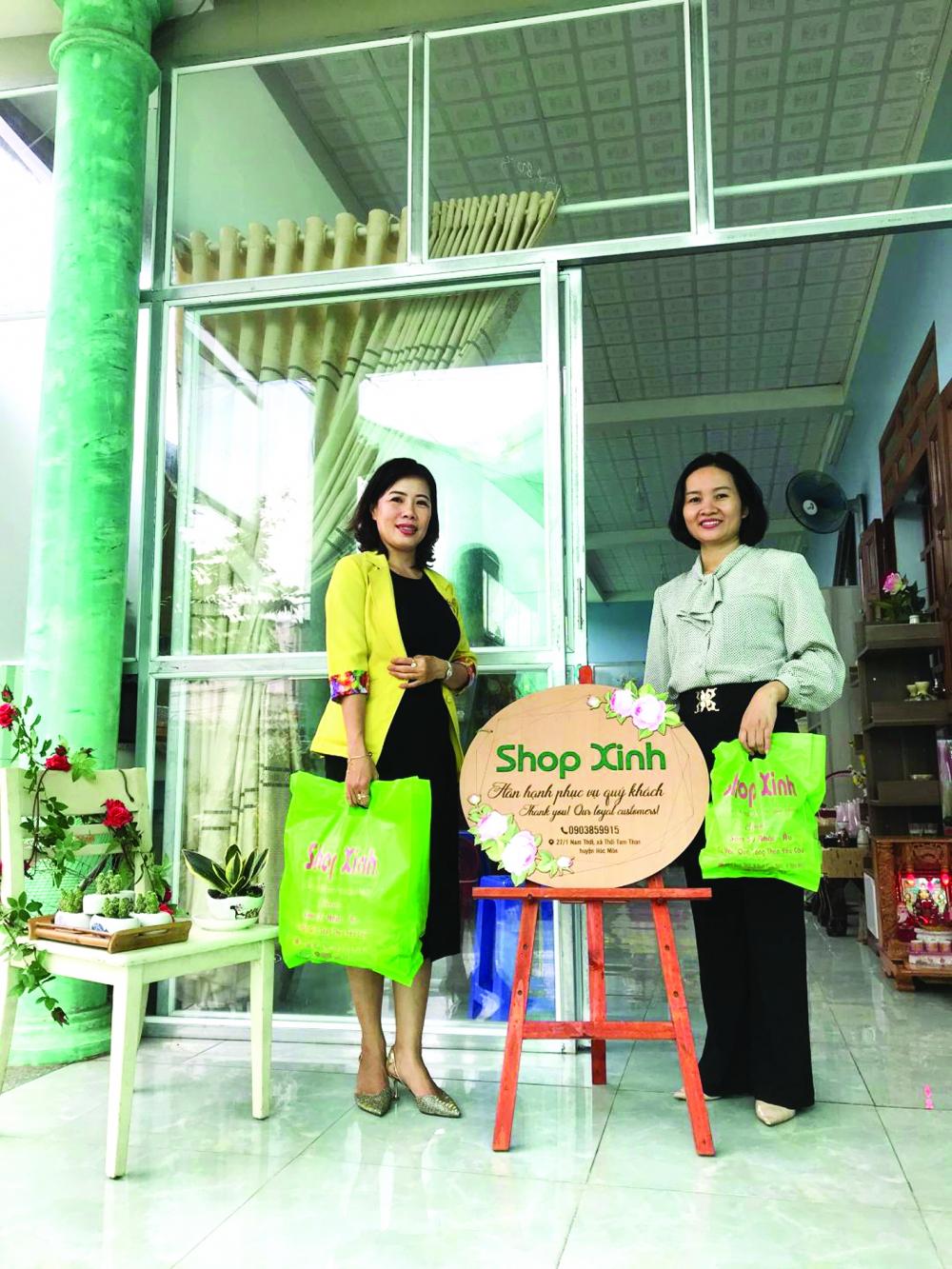 """""""Shop Xinh"""" được nhóm phụ nữ đam mê kinh doanh chăm chút và luôn có khách  ghé tham quan, mua sắm"""
