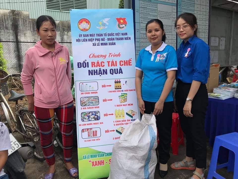 Vận động hội viên mang rác tái chế đổi quà