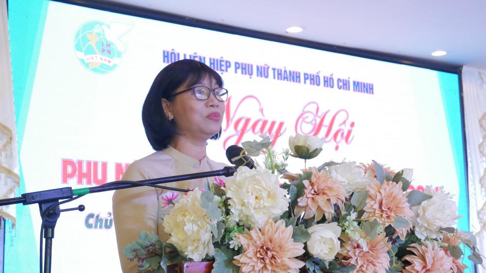 Bà Trần Thị Phương Hoa - Phó Chủ tịch Hội LHPN THCM phát biểu khai mạc ngày hội