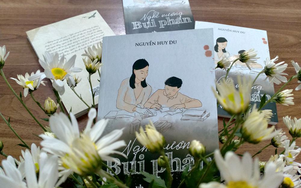 Cuốn Nghề vương bụi phấn ra mắt mừng Ngày Nhà giáo Việt Nam.