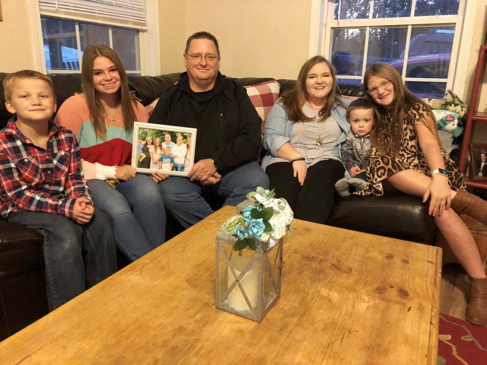 Anh Keith Michael (giữa) và những người con của cô Susanne. (Ảnh: AP)