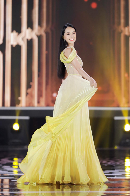 Phạm Thị Phương Quỳnh trong phần thi dạ hội