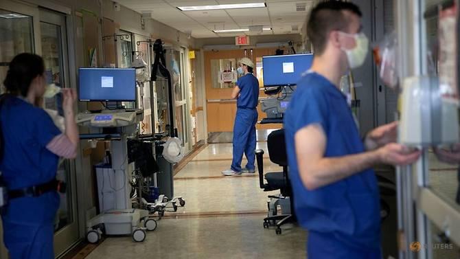 Số ca nhập viện vì COVID-19 tăng đột biến tại Mỹ.