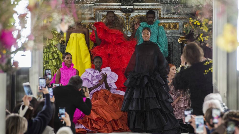 Khi Pierpaolo Piccioli chính thức trở thành giám đốc sáng tạo độc lập của Valentino, đánh dấu một chương sử mới của thương hiệu. Các thiết kế của Valentino từ đó trở nên đẹp đẽ, lãng mạn và ngập tràn cảm xúc với những sắc màu táo bạo, sặc sỡ. Show diễn mùa xuân 2019 là một màn trình diễn kinh điển trong lịch sử thời trang. Bộ sưu tập của Valentino gây ấn tượng bởi sự tham dự của người mẫu da màu  tạo nên nhiều cảm xúc cho khán giả. Điều mà Pierpaolo Piccioli muốn chuyển tải là haute couture không chỉ dành riêng cho người da trắng nữa.