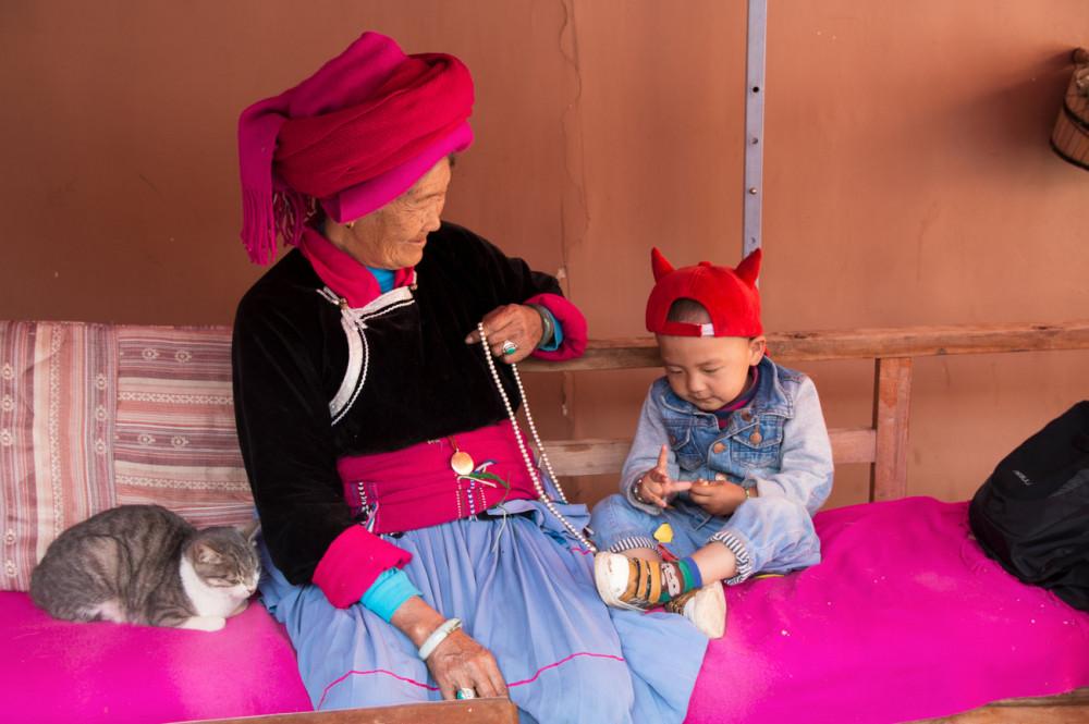 Phụ nữ theo chế độ mẫu hệ thuộc bộ tộc Mosuo được cho là có điều kiện sức khỏe tốt hơn so với phụ nữ ở các xã hội truyền thống - Ảnh: Anthony Kuhn/NPR