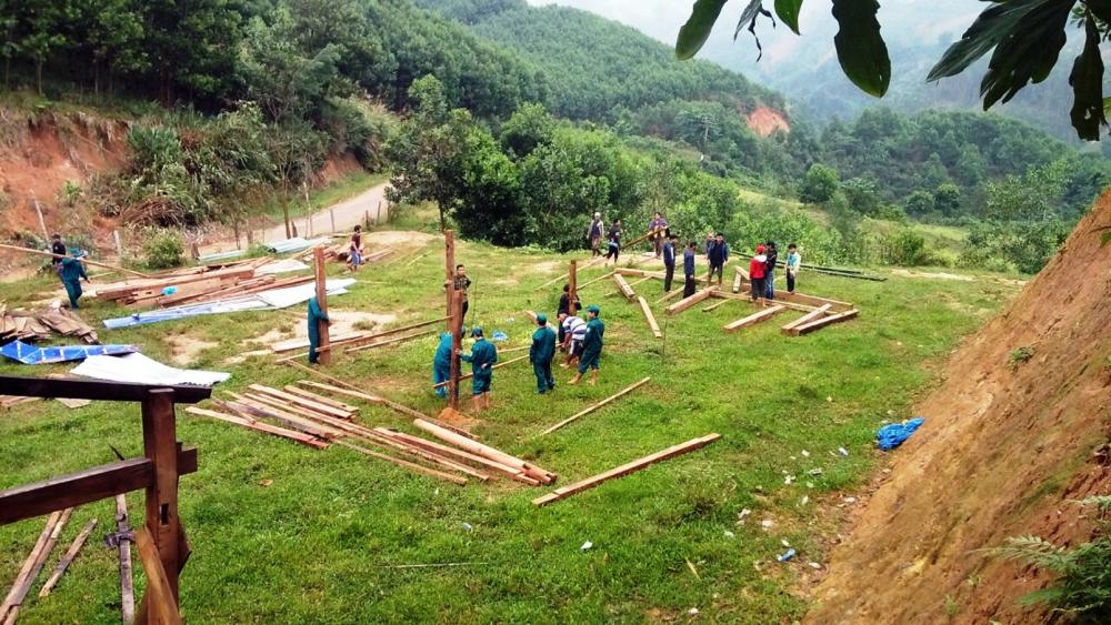 Dựng nhà để dân ở tạm tại xã Trà Leng, H.Nam Trà My