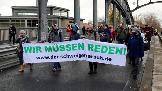Nhóm người biểu tình chống lại các hạn chế COVID-19 của chính phủ ở Berlin,