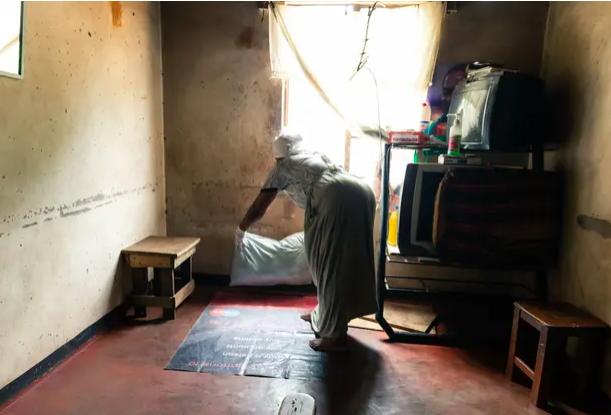 Các tình nguyện viên đã thành lập các khu hộ sinh tạm thời kể từ khi các y tá ở Harare đình công