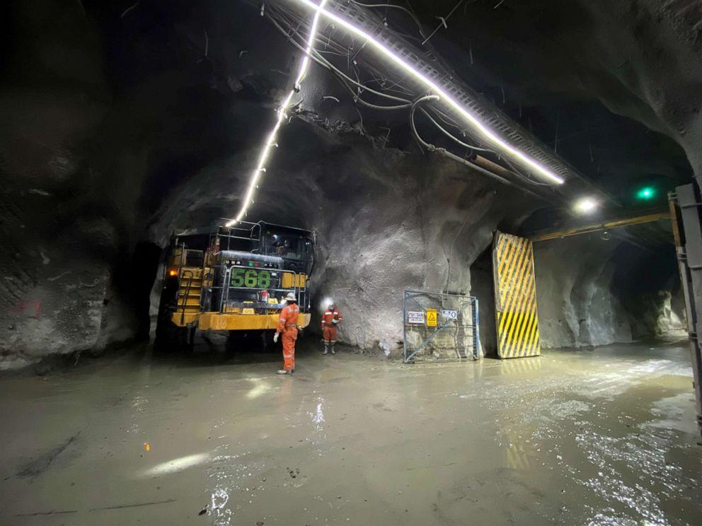 Hoạt động khai thác bên trong mỏ đồng Codelco El Teniente, mỏ đồng ngầm lớn nhất thế giới gần khu vực Machali, Rancagua, Chile.