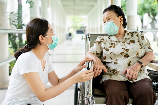 Rất nhiều gia đình chọn cách giấu bệnh để cha mẹ không lo lắng, suy sụp - Ảnh minh hoạ