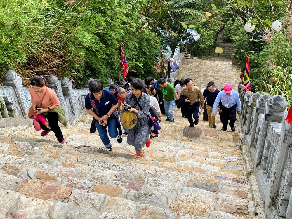 Theo một HDV thuyết minh tại khu vực chùa Hoa Yên, sau thời gian bị gián đoạn bởi dịch bệnh COVID-19, gần đây khu di tích đã bắt đầu có khách trở lại. Riêng trong ngày (20/11) có 5 đoàn khách tham quan.