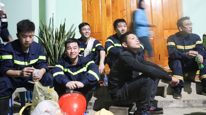 Lực lượng cứu hộ cứu nạn tham gia tìm kiếm.