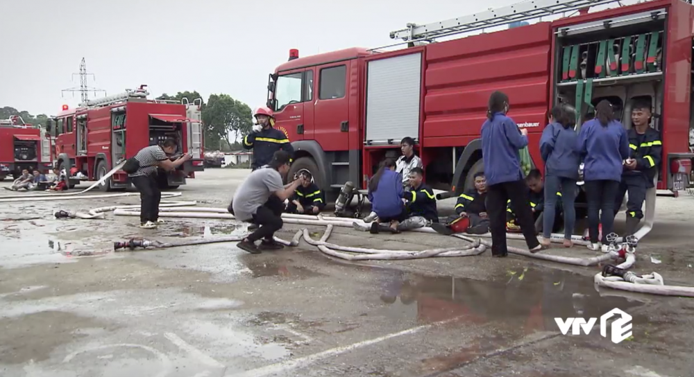 Các cảnh quay miêu tả ngành nghề phòng cháy chữa cháy cứu hộ cứu nạn được dàn dựng khá chi tiết