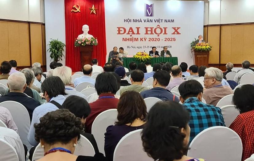 Theo kết quả bỏ phiếu, BCH Hội Nhà văn Việt Nam khóa X gồm 11 người, trong đó có hai nhà văn nữ là Nguyễn Thị Thu Huệ và Bích Ngân.