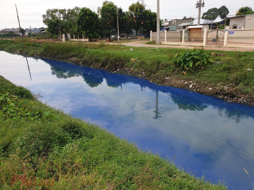 Kênh D dài khoảng 2km và đổ thẳng nước ra sông Sài Gòn