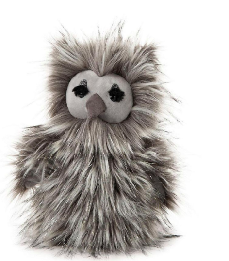 Gloria Owl, một món đồ chơi sang trọng đáng yêu dành cho trẻ từ 12 tháng tuổi, lọt vào danh sách do lông dài và giống như sợi mà XEM cho biết có thể dễ bị cắt, có thể dẫn đến thương tích khi nuốt phải và nghẹt thở.